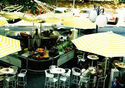 Mobiles Straßenrestaurant Düsseldorf Königsallee - Referenz - Innovation - REINVENTIS - Innovationsagentur - München - Freigegebene Details werden gerne in einem persönlichen Gespräch erläutert.