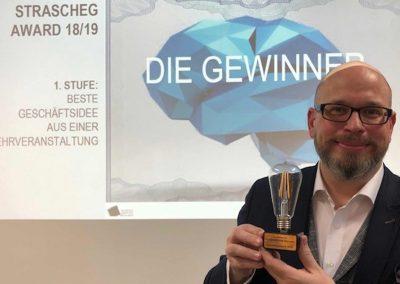 Erik A. Leonavicius gewinnt den Strascheg Award for Excellence in Entrepreneuship Education - Referenz - © REINVENTIS. Alle Rechte vorbehalten.